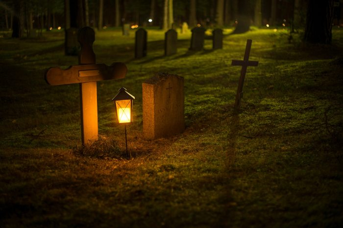 cemetery-cross-dark-720730